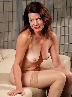Mature Pictures Featuring 52 Year Old Victoria P From AllOver30