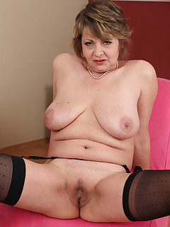 Mature Pictures Featuring 53 Year Old Donna Marie From AllOver30