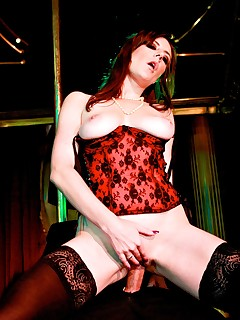 Deep Throat Dancer Samantha Bentley Gives the VIP Treatment