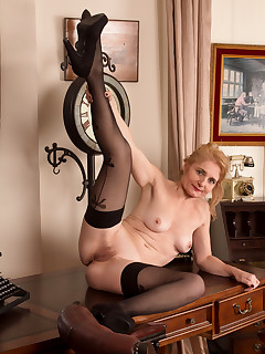 Anilos.com - Freshest mature women on the net featuring Anilos Lily Roma mature swinger