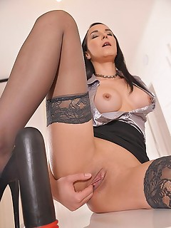 Butt Bang Marvel: Solo Latina Milf's Huge Toy Fuck free photos and videos on 1By-Day.com