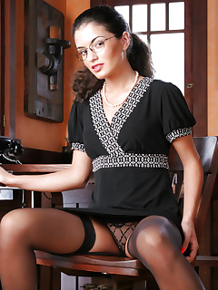 Leggy office babe in nylons