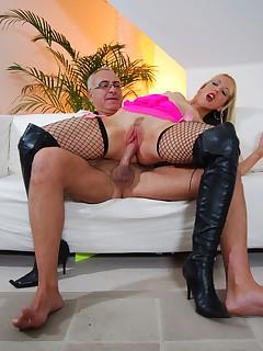 Jim Slip - UK Street Slut: Alysha