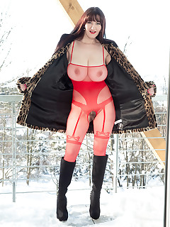 Scoreland - Snow Job - Vanessa Y. (70 Photos)