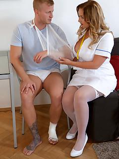 XL Girls - Hooter Hospital - Krystal Swift and Dennis Reed (47 Photos)