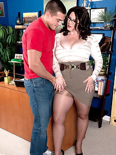 XL Girls - The Cream-pied Lady Executive - Jasmine Jones and Johnny Champ (90 Photos)