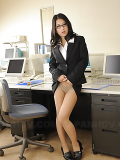 Wonderful cutie Satomi Suzuki showing off | Japan HDV